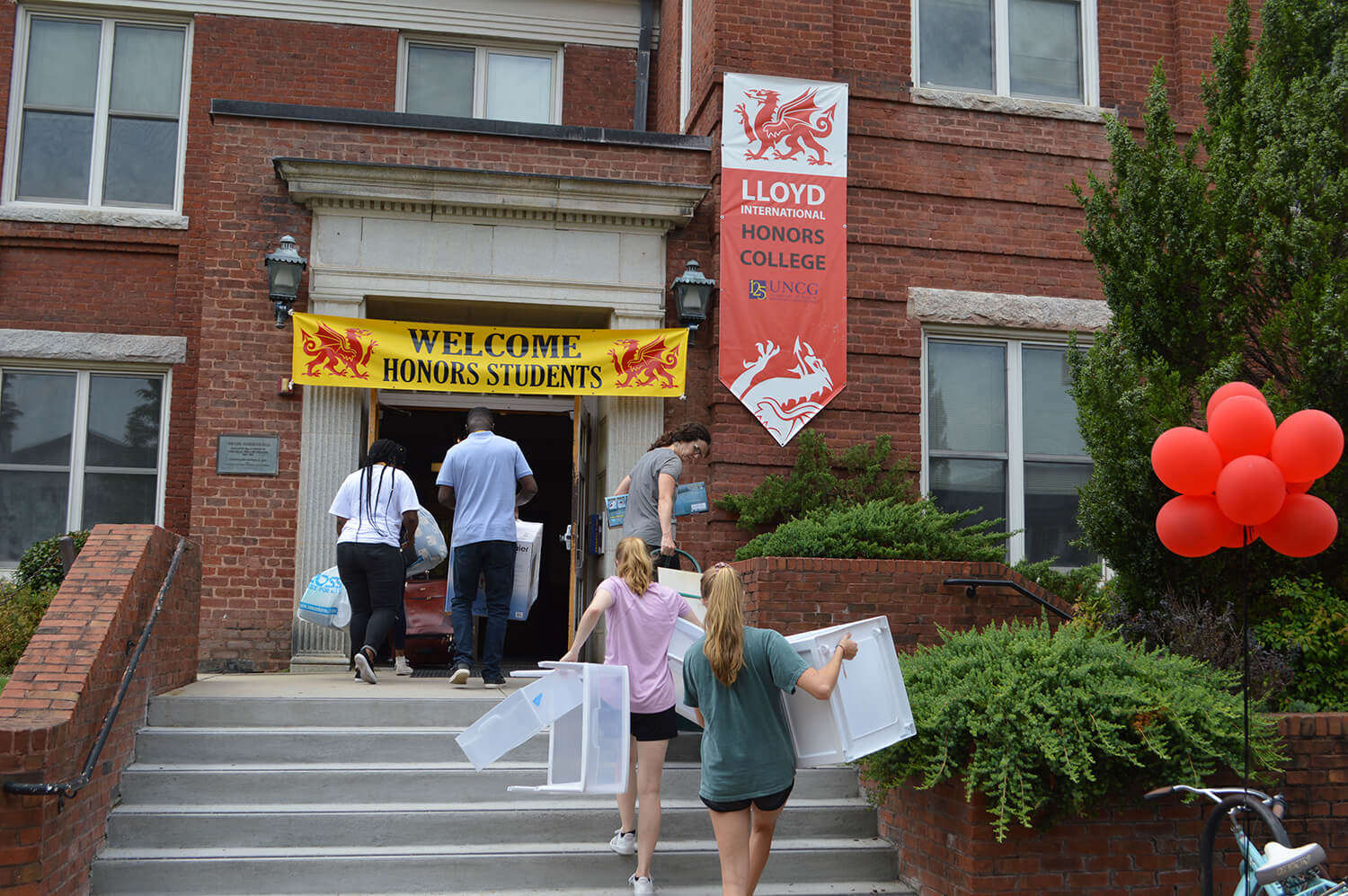 Students moving into honors college dorm